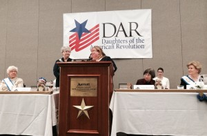 State Conference Chair Patty Bogaty Schned accepts thanks from State Regent Carol Oakley Jackson.